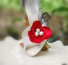 Etsy の Wedding Shoe Clips. Something Blue Flower. by sofisticata