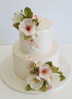Weddbook is a content discovery engine mostly specialized on wedding concept. You can collect images, videos or articles you discovered organize them, add your own ideas to your collections and share with other people - Faye Cahill Cake Design Small Wedding Cakes, Amazing Wedding Cakes, Wedding Cake Designs, Amazing Cakes, Gorgeous Cakes, Pretty Cakes, Wedding Cake Inspiration, Floral Cake, Fancy Cakes