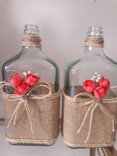 Discover thousands of images about Garrafa Gde vidro decorada no Glass Bottle Crafts, Wine Bottle Art, Diy Bottle, Bottles And Jars, Glass Bottles, Liquor Bottles, Wine Decor, Creation Deco, Altered Bottles