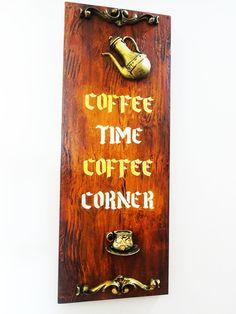 Placa decorativa confeccionada em mdf, trabalhada com técnicas artísticas como: imitação de madeira, pátina e envelhecimento com proteção de verniz especial. <br> <br>Decora sua cozinha e também a sala de estar, ou aquele cantinho especial destinado a degustação de uma bela xícara de café junto aos amigos. <br> <br>Está peça foi elaborada para ser pendura em parede, contando com um pequeno ganchinho atrás da placa. <br> <br> <br>OBS. FRETE GRÁTIS APENAS PARA O ESTADO DE SÃO PAULO E RIO DE…