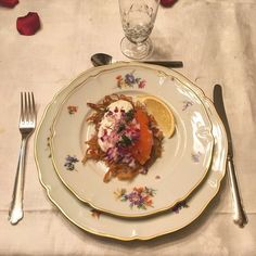 Råraka med Kalix löjrom, gräddfil, rödlök och dill. Tableware, Kitchen, Cucina, Dinnerware, Cooking, Dishes, Kitchens, Stove, Cuisine