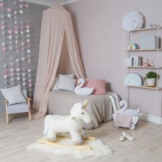 #kids room in unicorn and pink