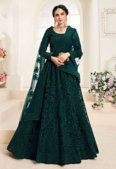 Buy Alizeh Designer Lehnga online perfect for Indian Weddings and traditional occasions. Choose from our wide collection of Alizeh Designer Lehnga and ace the luxurious look at any party at affordable prices. Indian Gowns Dresses, Indian Fashion Dresses, Dress Indian Style, Indian Designer Outfits, Indian Wear, Designer Bridal Lehenga, Bridal Lehenga Choli, Net Lehenga, Lehenga Kurta