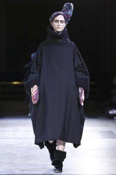 Yohji Yamamoto Ready To Wear Fall Winter 2014 Paris