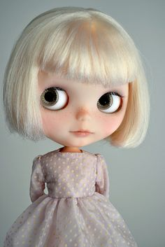 Blythe w/ a great hair cut. I used to have this doll, many years ago...