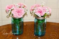 Simple and inexpensive centerpieces! Blue mason jars, baby breath and pink carnations. You can put a spin on this by using faux flowers or stopping by your local florist for a deal on live ones. Blue Flower Centerpieces, Wedding Centerpieces Mason Jars, Baby Shower Centerpieces, Baby Shower Decorations, Simple Gender Reveal, Christening Banner, Inexpensive Centerpieces, Blue Carnations, Indian Beadwork