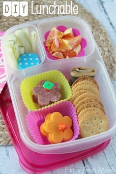 DIY Lunchables with @EasyLunchboxes   FamilyFreshMeals.com