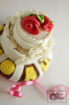 my first fondant cake ^o^
