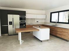 White Kitchen Decor, Kitchen Interior, Kitchen Ideas, Kitchen Cupboard Doors, Bedroom Closet Design, Home Reno, Modern Kitchen Design, Home And Living, Home Kitchens