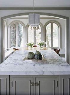 kitchen- love the countertop! Layout Design, Design Ideas, Design Color, White Marble Kitchen, White Granite, Kitchen Grey, Calcutta Marble Kitchen, Timber Kitchen, Huge Kitchen