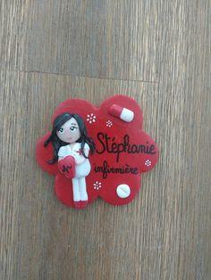 Réservé badge infirmière personnalisé infirmière brune : Pins, badges par estelle-badge-fimo