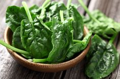 The magnesium in these leafy greens help balance your body's production of cortisol. Try tossing the spinach with a citrus-based fruit for a delicious salad loaded with vitamin C. This spinach-walnut-citrus salad maximizes health benefits and flavor. High Protein Vegetables, Easy Vegetables To Grow, Fresh Vegetables, Dolvett Quince, Spinach Nutrition, Protein Nutrition, Vegan Protein, Healthy Snacks, Healthy Recipes
