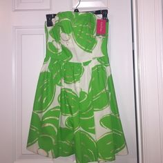 Lilly Pulitzer dress NEVER WORN!!! Still has tags! Great for formal/semi formal events. Very comfortable and tight fitting. No trades. Lilly Pulitzer Dresses Strapless