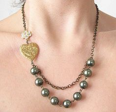 Pearl Necklace Emerald Green and Gold Jewelry Heart by zafirenia, $34.00