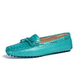 Emy Mack Daphne Turquoise Snake Moccasin Shoes (22.565 RUB) ❤ liked on Polyvore featuring shoes, loafers, turquoise, tie shoes, python shoes, moccasin shoes, mocassin shoes and mocasin shoes