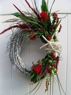 @Stephanie Close Close Close Gardner Edwards perfect Florida Christmas wreath.  Use palm leaves??
