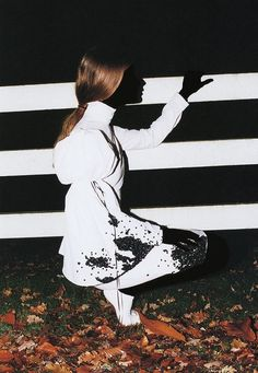 Enter a brave and beautiful new world of fashion photography through the lens of Viviane Sassen World Of Fashion, Fashion Art, Editorial Fashion, High Fashion, Viviane Sassen, Diy Photo Backdrop, Fashion Photography Inspiration, Fashion Inspiration, Dutch Artists