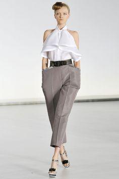 Gianfranco Ferré Spring 2009 Ready-to-Wear Fashion Show - Vlada Roslyakova Fashion Line, Fashion Show, Fashion Design, Urban Fashion Trends, Spring Fashion Trends, Couture Fashion, Runway Fashion, Posh Clothing, Iconic Dresses