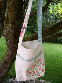 DIY library tote bag by shannon