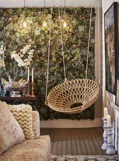 Hanging rocking chair: 50 ideas that combine charm and fun - ChecoPie Home Room Design, House Design, Hanging Papasan Chair, Interior Garden, Interior Design, Diy Room Decor, Living Room Decor, Mein Café, Macrame Chairs