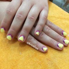 Nails yellow  #nailsart #manicure uñas amarillas con toques morado y lila