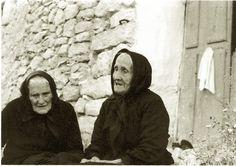 Dos ancianas gallegas de alguna aldea