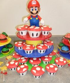 Love the stand! Super Mario Cupcakes, Super Mario Party, Super Mario Bros, Bolo Super Mario, Mario Cake, Mario Birthday Party, 6th Birthday Parties, Boy Birthday, Birthday Ideas