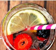 Water Detox energy booster - lemon + cucumber + strawberry + orange + blueberry + blackberry @breexv
