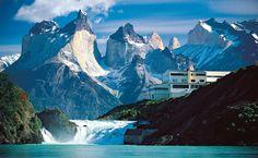 <p>Entre Chile y Argentina, la Patagonia muestra algunos de los rincones más bellos de la tierra. Por parte argentina, el Parque Nacional de los Glaciares es la mayor extensión de hielos perpetuos del Hemisferio Sur. En Chile, El Parque Nacional Torres del Paine constituye un escenario indescriptible.</p>