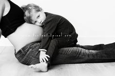 (www.toutpetitpixe...) I love this pose and it will make the big brother or sister included.