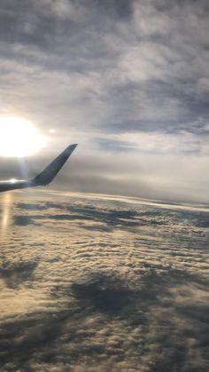 Sky Aesthetic, Travel Aesthetic, Airplane Photography, Travel Photography, Airplane Window View, Beach Sunset Wallpaper, Photo Avion, Airplane Wallpaper, Flight Attendant Life