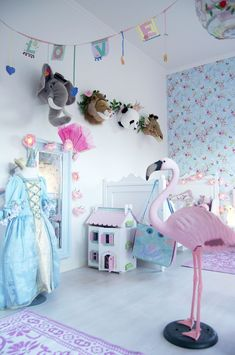 love the wallpaper, and offcourse  the doll house, and mirror.