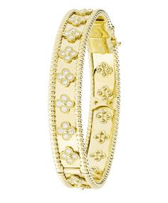 In love with Van Cleef & Arpels - Perlée clover bracelet ♡ High Jewelry, Jewelry Accessories, Jewelry Design, Jewelry 2014, Gold Jewelry, Bijoux Van Cleef And Arpels, Gucci, Diamond Are A Girls Best Friend, Bangle Bracelets