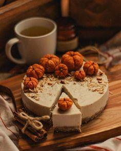 Autumn Aesthetic, Aesthetic Food, Autumn Cozy, Autumn Witch, Early Autumn, Fall Treats, Fall Baking, Samhain, Snack