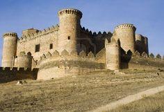 Château de Belmonte (Castillo de Belmonte) à Belmonte, province de Cuenca, en Castille La Manche, Espagne. Situé à environ 150 km au sud-est de Madrid, ce palais-forteresse du 15e siècle, il est le mieux conservé du château dans la Communauté de Madrid Banque d'images
