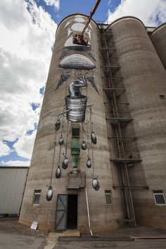 Artwork on the Avon Silos -- Eight silos at the CBH Avon site are being painted as part of the PUBLIC Art in the Wheatbelt project, a partnership between the grain growers' co-operative and Perth cultural organisation FORM.