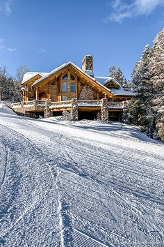 A beautiful ski cabin in the mountains in the USA. The snow is great for skiing here. Snow Cabin, Winter Cabin, Winter House, Colorado Cabins, Colorado House, Mountain Homes, Mountain Cabins, Snow Mountain, Luxury Cabin