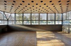 Galeria de Edifício Poliesportivo / Batlle i Roig Arquitectes - 30