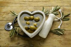 Umbria nel cuore. Itinerari gourmet degustando l'Olio Dop Novello. Tanti suggerimenti su Metips.it Se pensiamo all'Umbria il binomio borghi storici e olio d'oliva vien da sé. E proprio perché siamo in autunno inoltrato fervono molteplici e allettanti iniziative a celebrare tale unione. Su Metips.i #umbria #indirizzi #degustazioni #olio