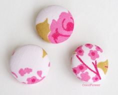 3 Pink White buttons Vintage antic fabric by CocoFlowerCraft