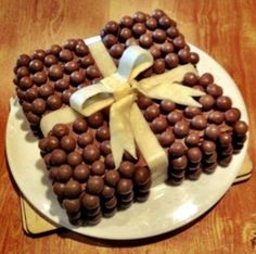 Malteser Malted Milk Balls in Cake Form--Yum! Ganache Torte, Anti Gravity Cake, Malteser Cake, Present Cake, Delicious Desserts, Yummy Food, Awesome Desserts, Tasty Chocolate Cake, Chocolate Lovers