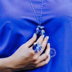 Безразмерное серебряное кольцо с синими кристаллами swarovski