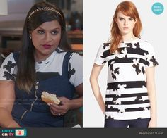Mindy's painted print tee on The Mindy Project.  Outfit Details: http://wornontv.net/52192/ #TheMindyProject