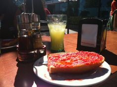 Spanish #breakfast, pan con tomate!
