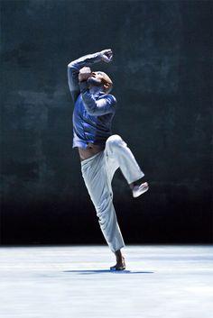 Akram Khan, photo by Richard Haughton. Tap Dance, Lets Dance, Dance Art, Dance Moves, Modern Contemporary Dance, Modern Dance, Dance Photos, Dance Pictures, Burlesque