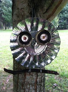 Yard art owl made from an old vegetable steamer! Yard art owl made from a Garden Owl, Garden Junk, Garden Crafts, Garden Ideas, Metal Yard Art, Scrap Metal Art, Tin Can Art, Sculpture Metal, Sculpture Ideas
