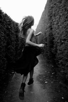 Via ZsaZsa Bellagio – Like No Other: Magnifique! -- Portrait - Fashion - Editorial - Black and White - Movement - Running - Maze - Photography - Pose Cara Delevingne, Foto Fashion, Paris Fashion, E Mc2, Jennifer Connelly, Foto Art, Karlie Kloss, Carrie Bradshaw, Coco Chanel