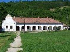 szabadoszoltan Nagy-kúria, Nógrádsipek című képe az Indafotón. Rural House, Vintage Homes, Heart Of Europe, Vernacular Architecture, European House, Traditional House, Hungary, Bungalow, Countryside