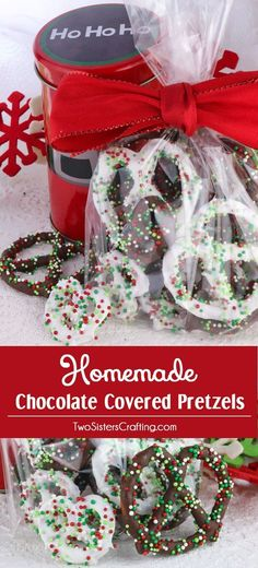 Homemade Chocolate Covered Pretzels - a very easy to make Holiday Food Gift, Christmas Teacher Gift or Christmas Treat for your family. Sweet, salty and delicious, this Christmas Dessert is fun and festive and delicious. Pin this Holiday Snack for later Christmas Food Gifts, Holiday Snacks, Xmas Food, Christmas Sweets, Christmas Cooking, Noel Christmas, Christmas Goodies, Holiday Gifts, Party Snacks
