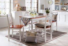 """Schön aufgetischt! An dem Holztisch """"Provence"""" lässt es sich gut speisen und in gemütlicher Runde zusammensitzen. Er ist im modernen Landhaus-Stil gearbeitet, passt dank seines schlichten Designs perfekt in jedes Wohnambiente - ob klassisch, verspielt oder puristisch. #landhaus #wohnen #einrichtung #küche #essen #weltbild"""